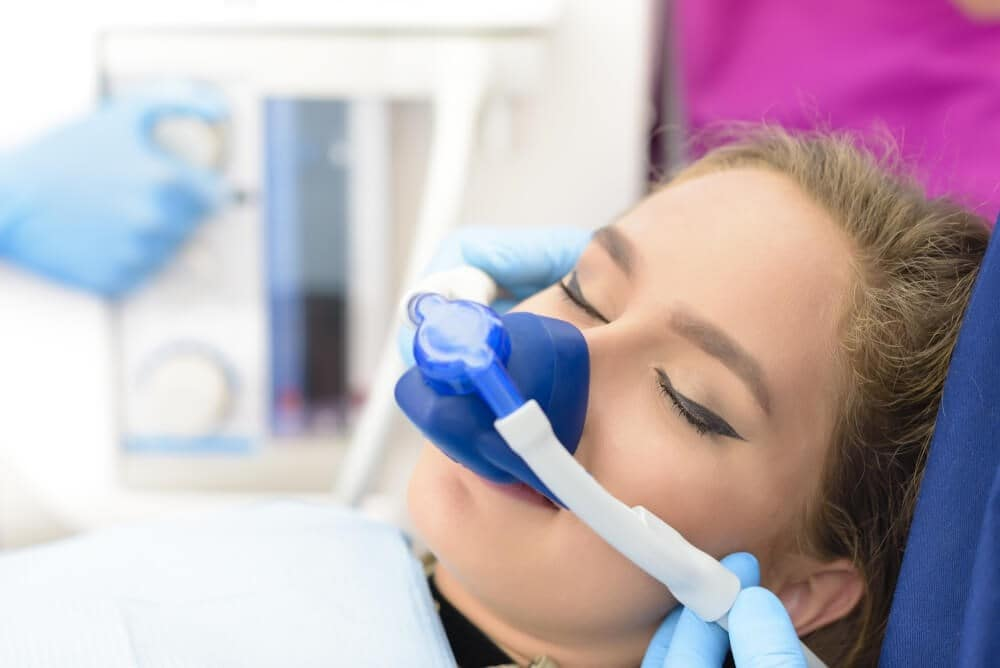 the advantages and disadvantages of conscious sedation
